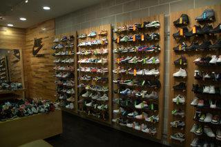 038bccee557 Fermé Michael K.   Le magasin de Sneakers de New York. On y trouve tout et  surtout pas cher !