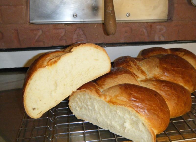 Come fare il pane la treccia fatto in casa nel forno a legna - Forno a legna in casa ...